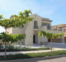 Luxurious Six Bedroom Villa in the Exclusive Royal Greens (Al-Murooj) Community
