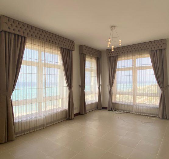 شقة سكنية ثلاث غرف بأطلاله ساحرة على البحر في حي البيلسان أبراج الشاطئ