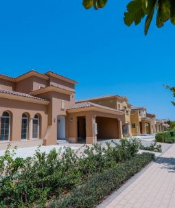 Luxurious Villa Overlooking the golf Course